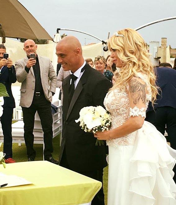 Matrimonio Civile In Spiaggia : Roberta bruzzone sposa